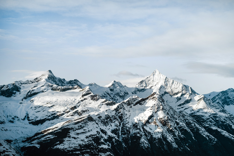 Cime di montagne svizzere.